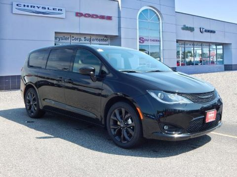 New 2020 CHRYSLER Pacifica Touring FWD Passenger Van